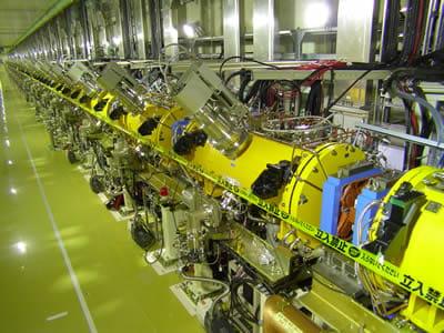 大強度陽子加速器施設「J-PARC」